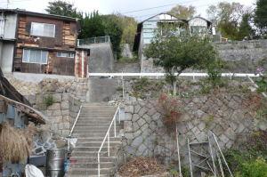 階段と石垣の町