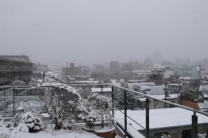 雪景色の屋上