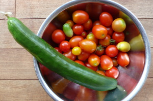 大きすぎる胡瓜とトマト