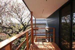 府中の家・バルコニーと桜